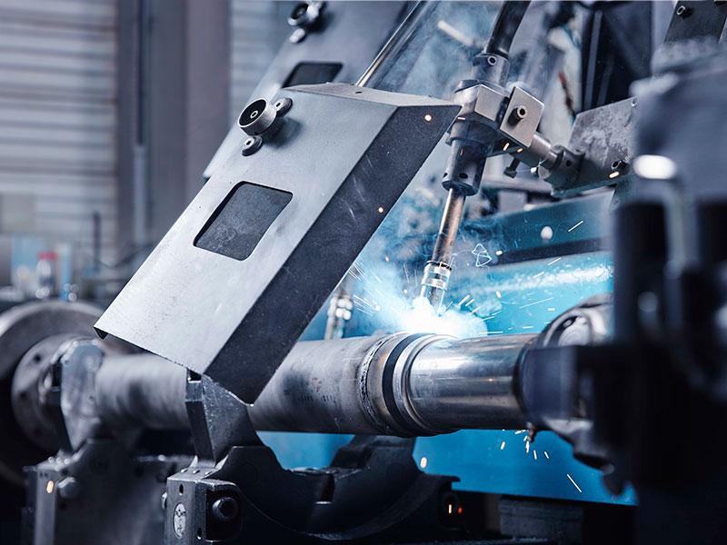 Ремонт кардана: укорачивание карданного вала, стыки провариваются сплошным швом между прихватками полуавтоматом