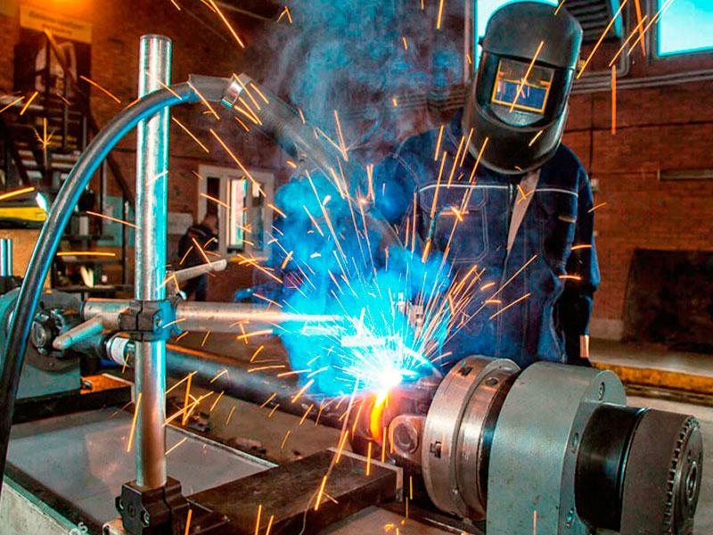 Ремонт карданных валов: восстановление соединения трубы и конца шлицевой пары, соединение обваривается на сварочном стенде